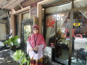 me in thailand (belakangnya rumah makan halal MAK YAH)